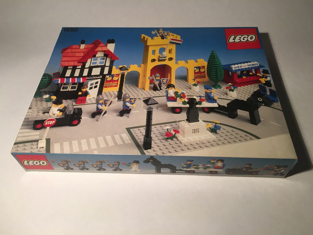 Vintage Lego Collecting & Investing Part 1: Town Square 1592